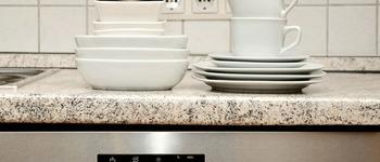 Bialy osad na naczyniach ze zmywarki   przyczyny
